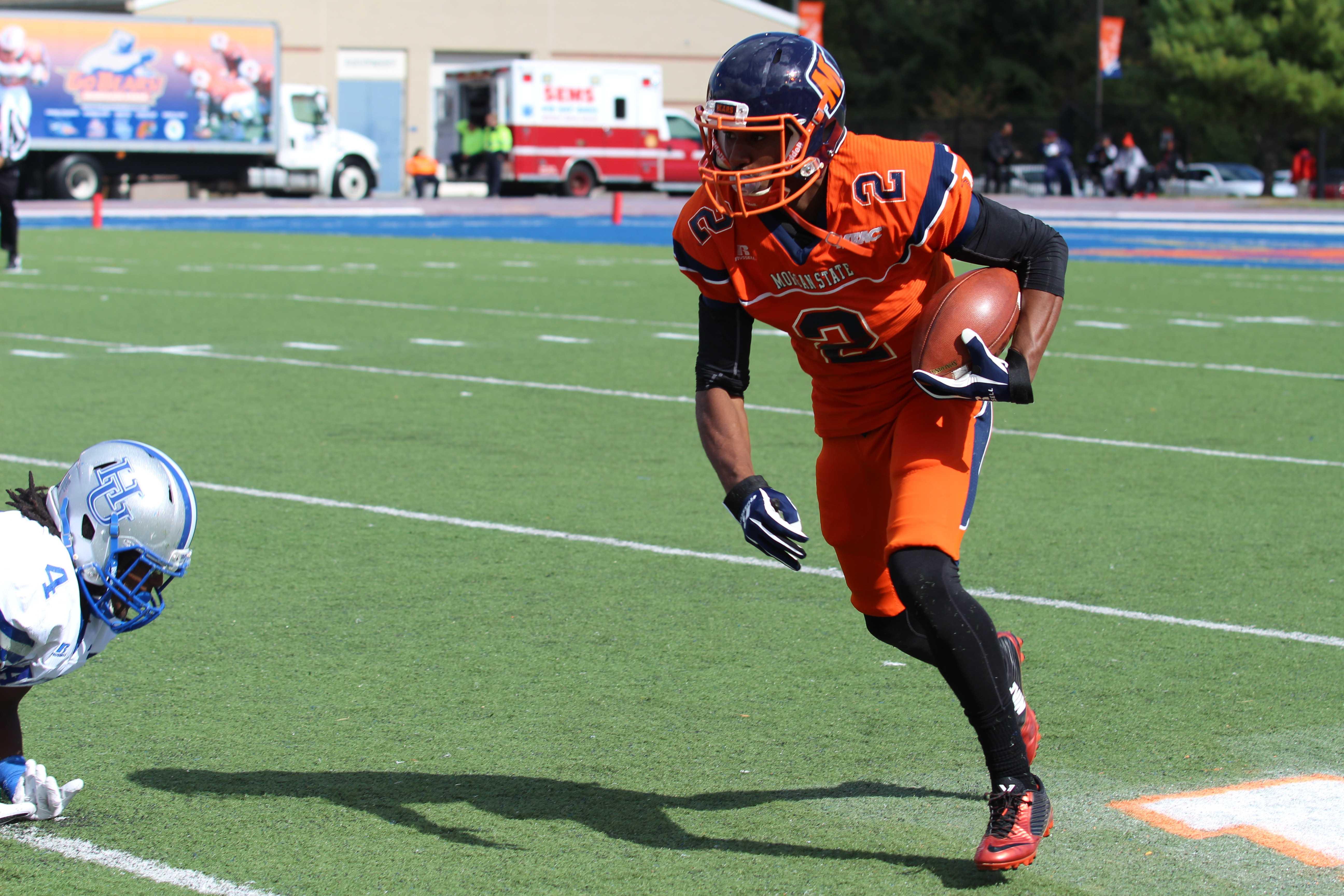 Junior receiver Ricky Fisk running the ball during the Bears' 20-10 loss to Hampton. Photo by Benjamin McKnight III